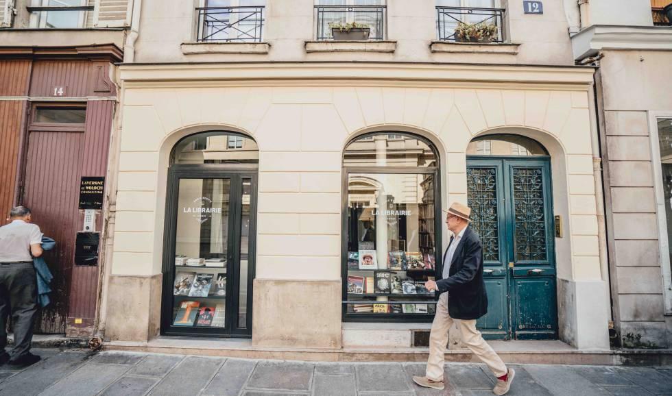Fachada de La Librairie, una antigua librería convertida en suite en el barrio parisiense de Le Marais.