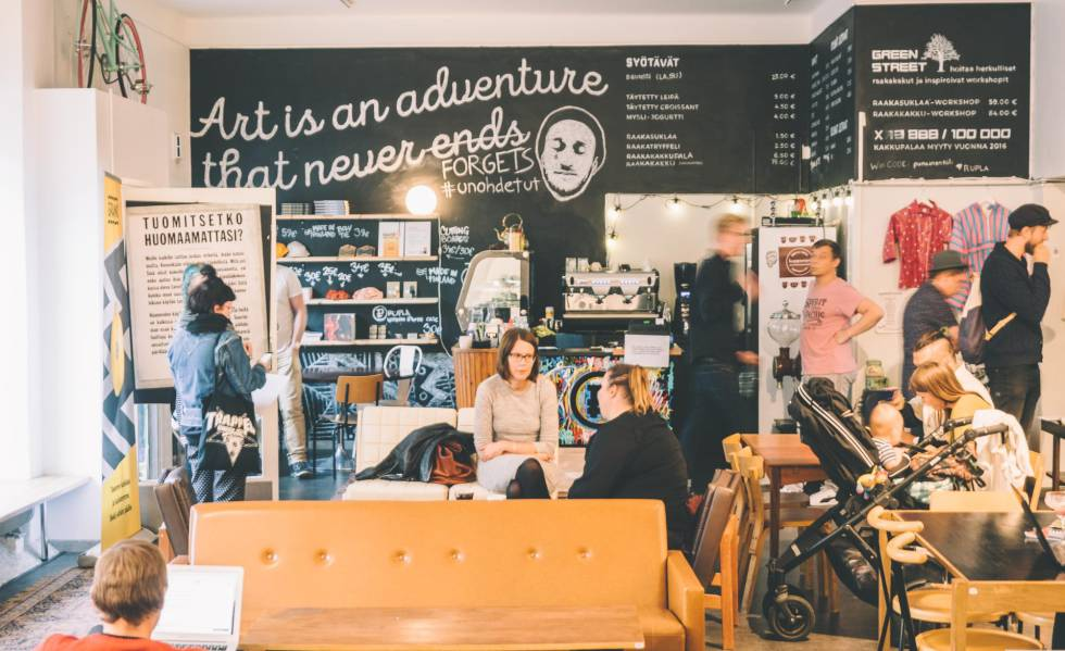 Interior del café Rupla, en Helsinki.