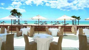 Terraza al mar del hotel Le Meridien Ra Beach, en El Vendrell (Tarragona).