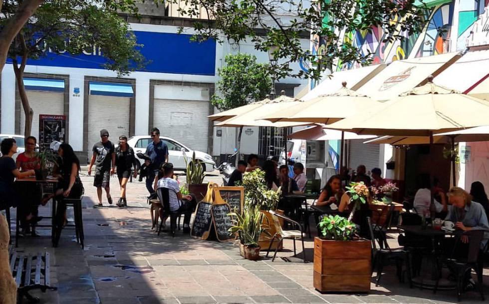 Terraza del café Finca Riveroll, en el Andador Coronilla, en Guadalajara (México).