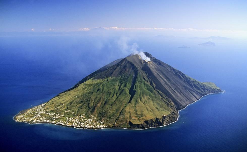 Volcanes, playas y silencio en las islas Eolias
