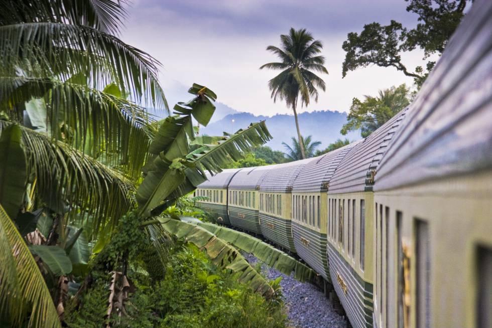 El Eastern & Oriental Express, tren de la compañía Belmond que une Bangkok con Singapur, a su paso por Malasia.