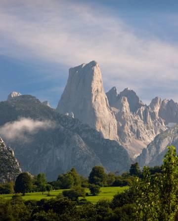 Vista del Naranjo de Bulnes, en el parque nacional de los Picos de Europa.