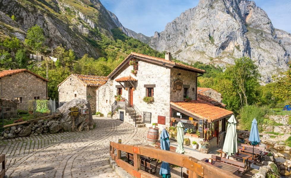 Un restaurante en el pueblo de Bulnes (Asturias), en el macizo central de los Picos de Europa.