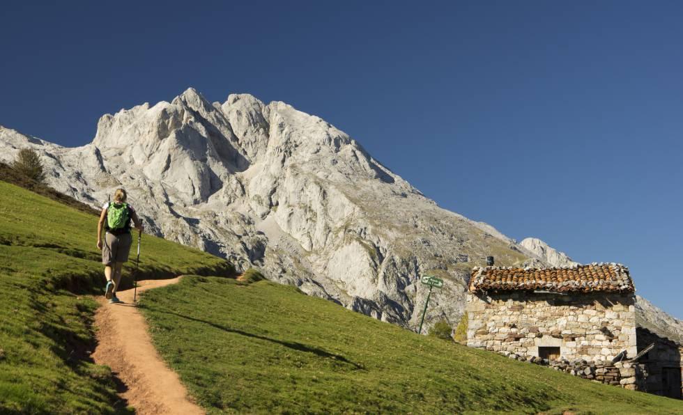 Primer tramos de la ascensión al refugio de la vega de Urriellu, ubicado a los pies del Naranjo de Bulnes.