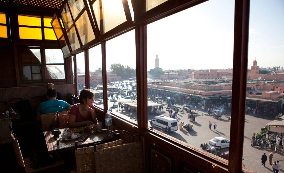 Vistas a la plaza de Jemaa el Fna, en Marraquech, desde la terraza de Chez Chegrouni.