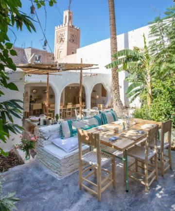 Patio del restaurante Le famillie, en el riad Zitoun Jdid (Marraquech).