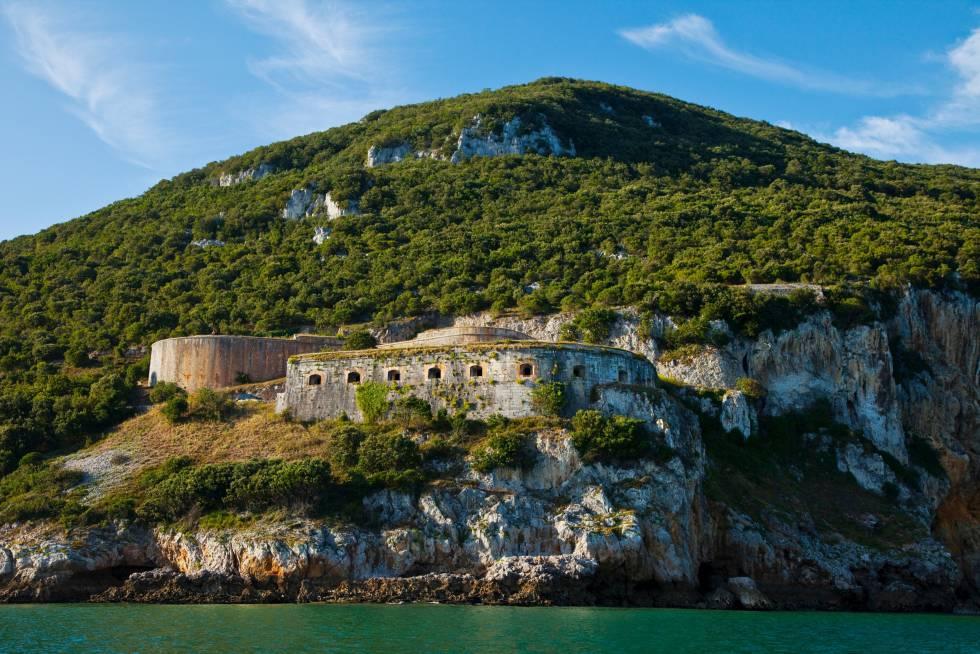El fuerte de San Carlos, en el monte Buciero, en Santoña (Cantabria).