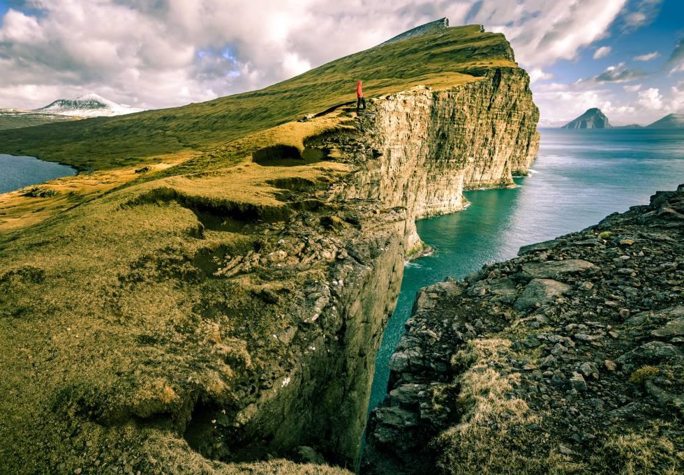 Los acantilados de Vágar, en las islas Feroe (Dinamarca).