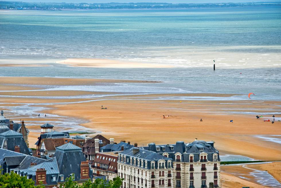 La playa de Houlgate, en Normandía (Francia).