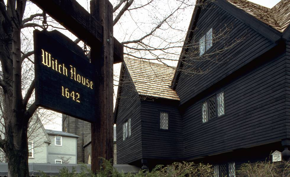 Entrada a la Witch House, casa-museo en Salem.