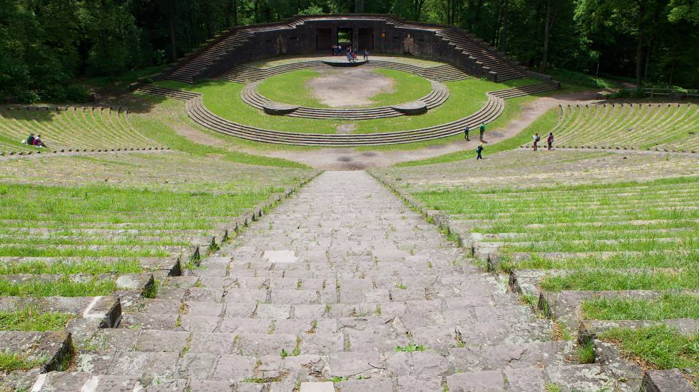 Construido por los nazis para actos de propaganda política sobre la colina de Heiligenberg, junto a Heidelberg, la visita de Thingstätte es gratuita.