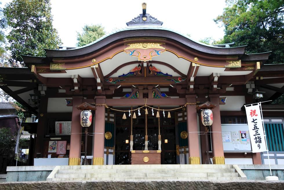 Kitazawa Hachiman es un santuario sintoísta en Shimokitazawa. El primer fin de semana de septiembre se celebra aquí un festival que llena el barrio de música y danzas.