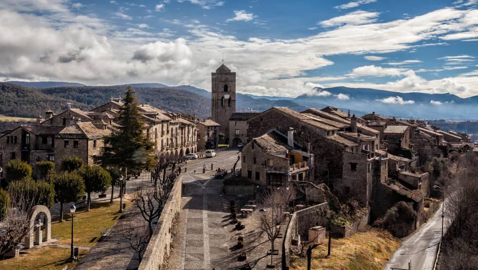 Panorámica de Aínsa, en el alto Pirineo de Huesca (Aragón).