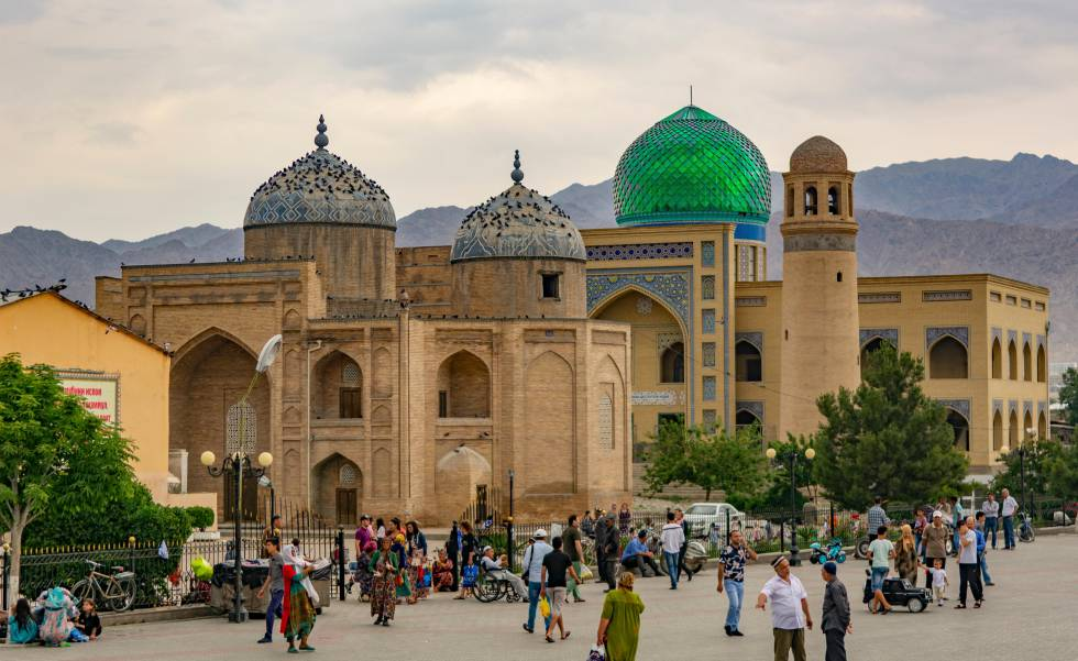 Plaza de Registan, en la ciudad de Juyand (Tayikistán).