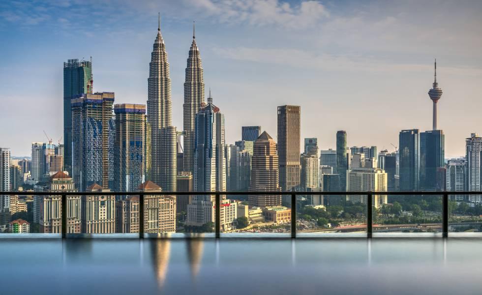 Las Torres Petronas en el perfil de Kuala Lumpur.