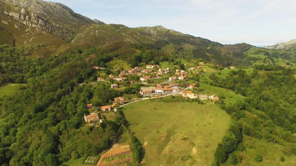 Panorámica del pueblo asturiano de Cofiño.