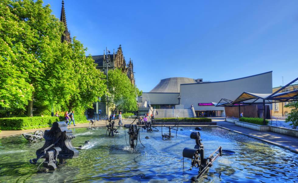 La fuente Tinguely, junto al centro histórico de Basilea (Suiza).
