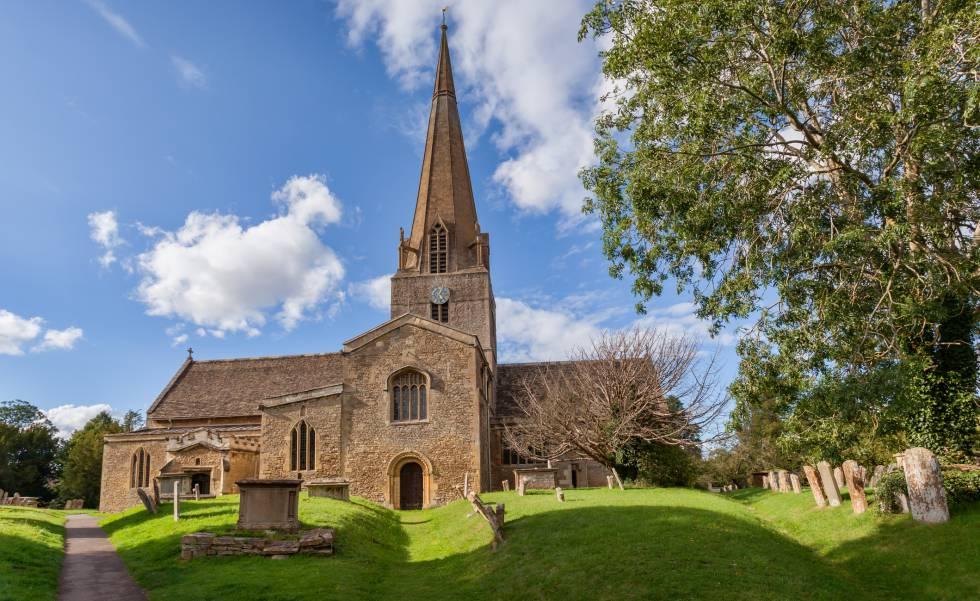 La iglesia de Santa María, del siglo XII, en Bampton, aparece en la serie 'Downton Abbey'.