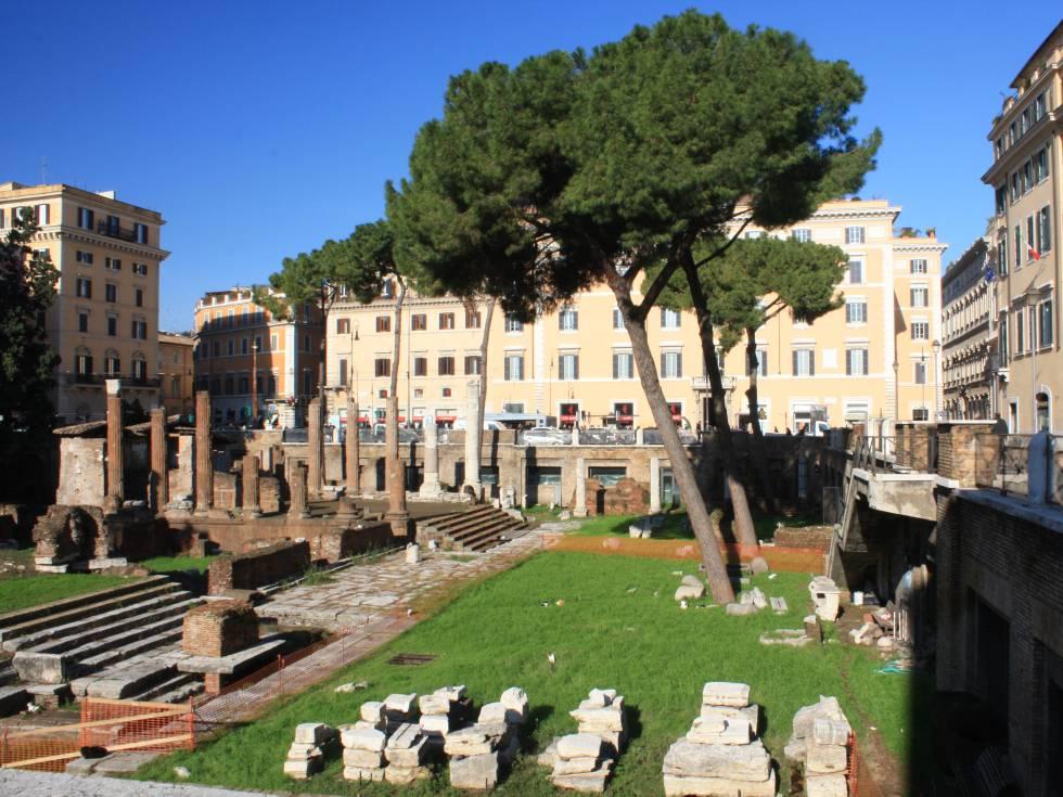La plaza Largo di Torre Argentina, en Roma.