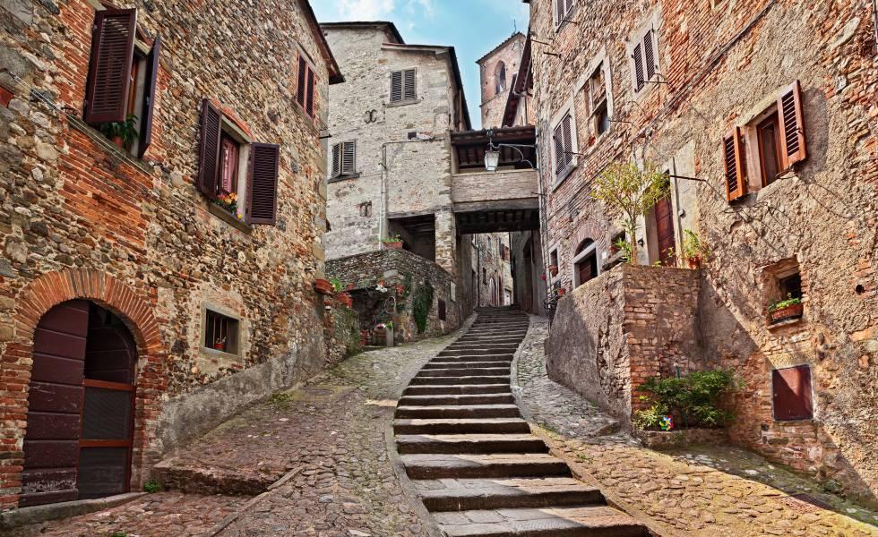 Una calle de la villa medieval de Anghiari.