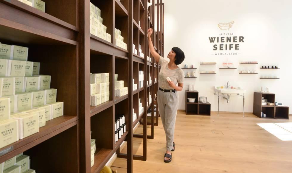 Exposición de los jabones hechos en la fábrica de Wiener Seife, en Viena.