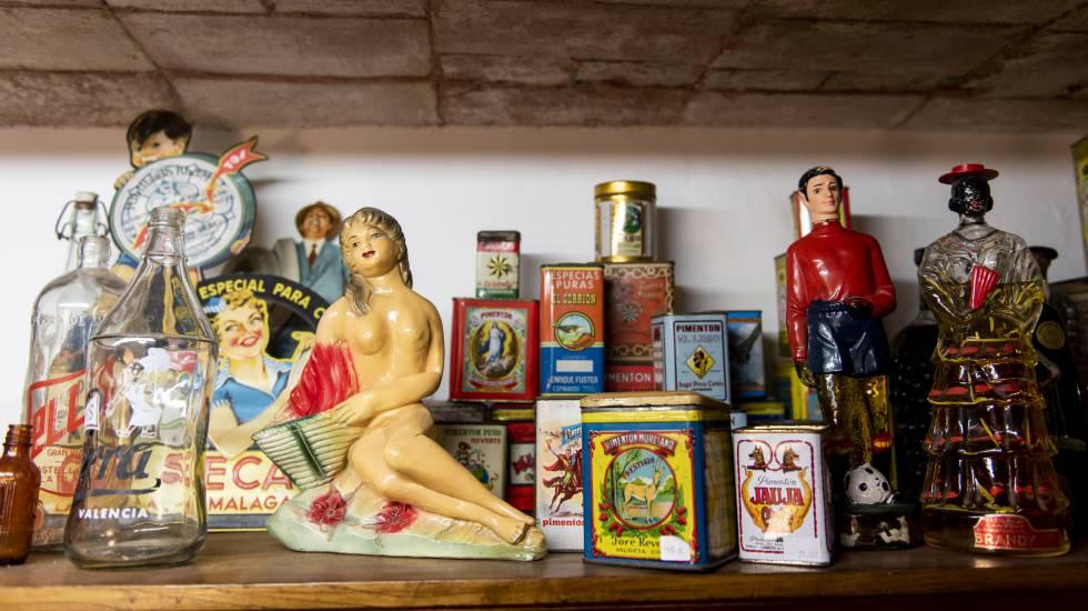 Objetos del bazar La Moderna Singular, en Sant Antoni.