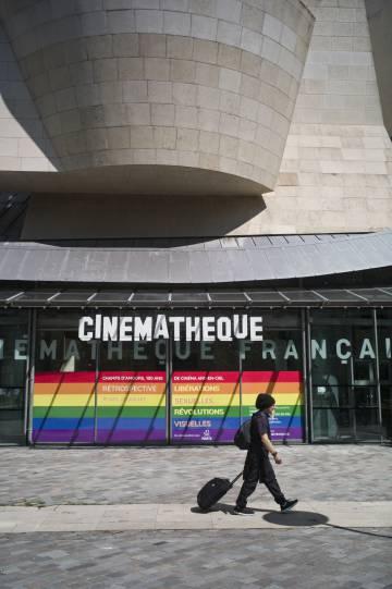 Entrada a la Cinémathèque Française, un edificio proyectado por Frank Gehry en el parque de Bercy de París.