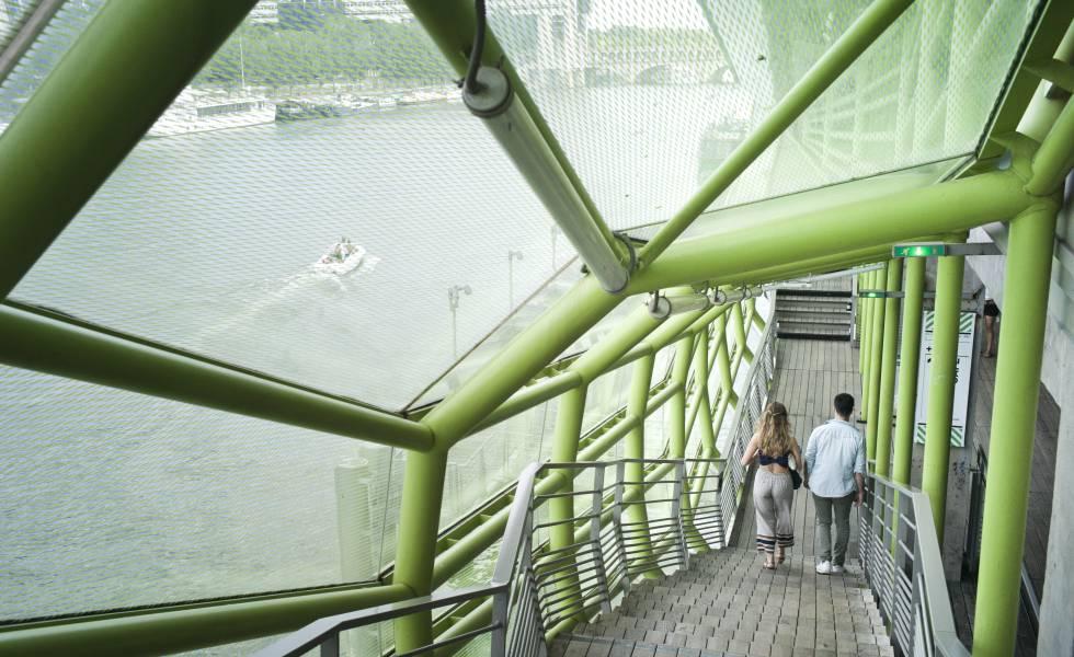 Interior de la Cité de la Mode et du Design, en París.