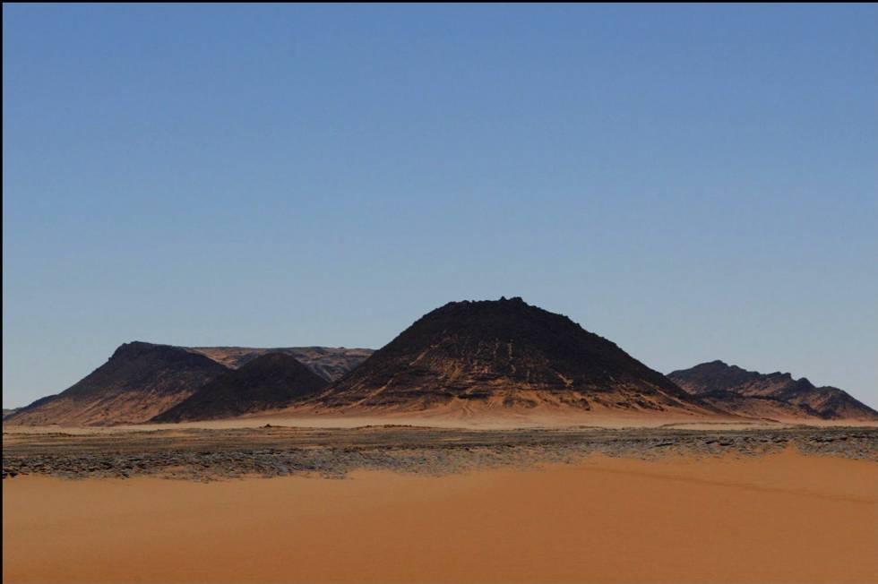 En 2004 se encontró el mayor cráter de impacto en Egipto, el GKCF13, de 950 metros de diámetro y 80 metros de profundidad.