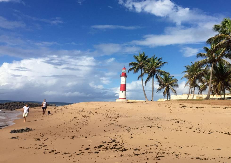 El faro de Itapuã, en la playa del mismo nombre de Salvador de Bahía.