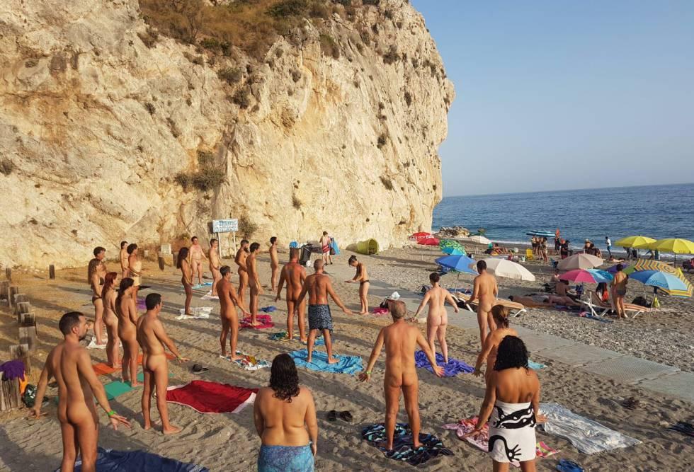 Clase de yoga en Cantarriján.