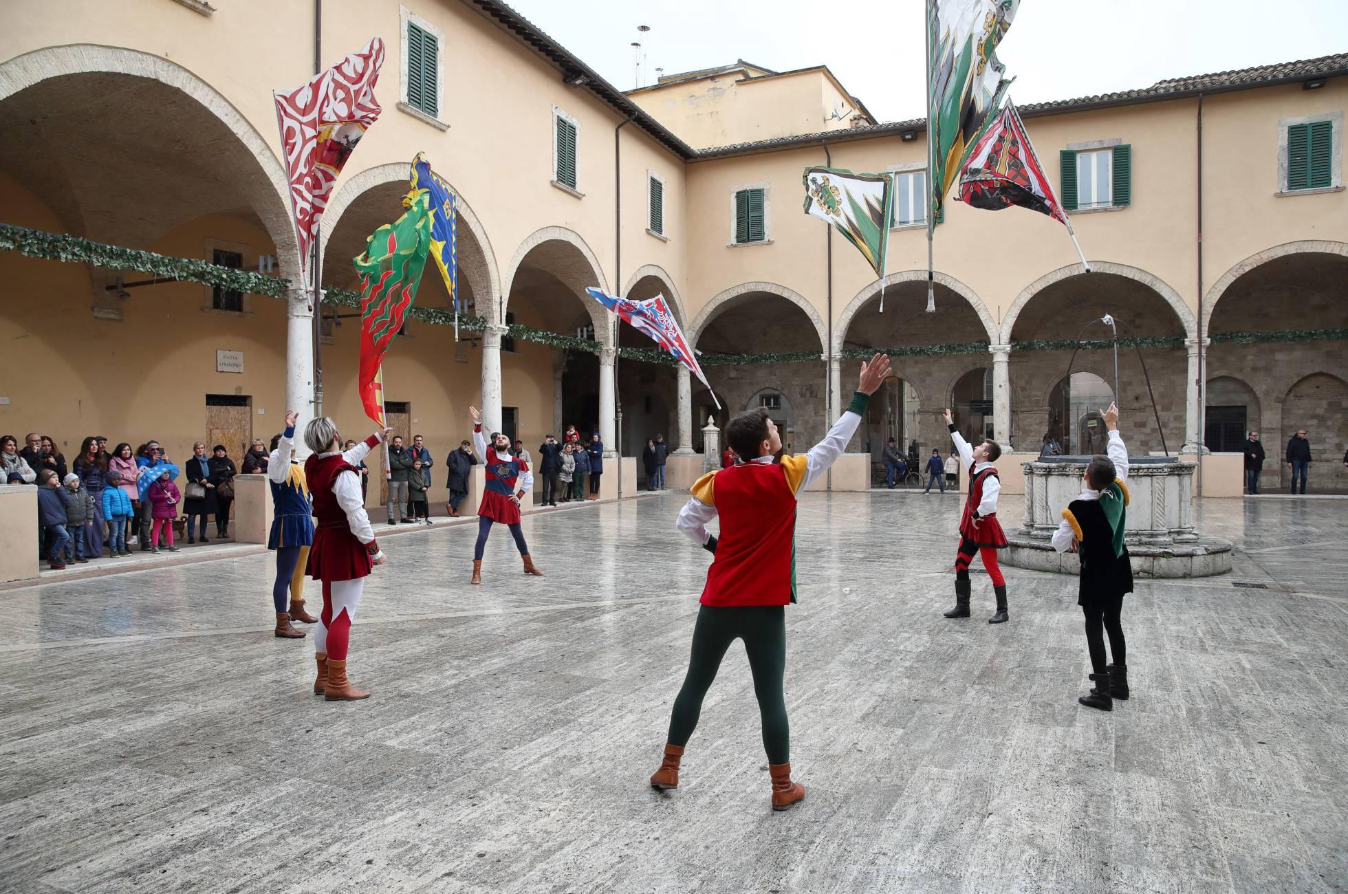 The Giostra della Quintana of Ascoli, festival realizado todos os anos no primeiro domingo de Agosto e que tem as suas origens nas digressões que se realizaram na Idade Média.
