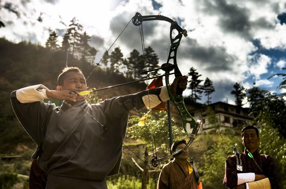 Competición de tiro con arco en Timbu, la capital de Bután.