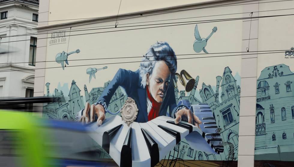 Un mural dedicado a Beethoven en un edificio de Bonn (Alemania) con motivo de los 250 años de su nacimiento.