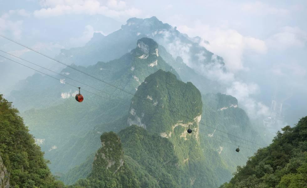 Ascenso en teleférico en el parque nacional de Tianmen Shan, en la provincia china de Hunan.