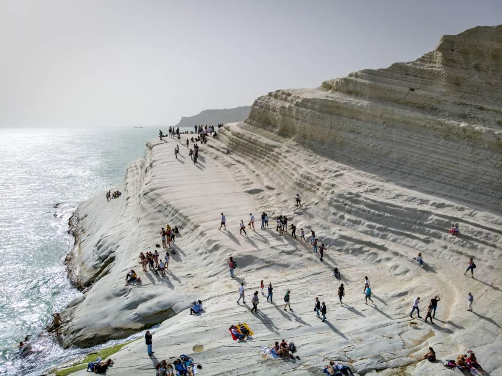 El acantilado Scala dei Turchi, en la provincia siciliana de Agrigento, que inspiró los escenarios de las novelas del comisario Montalbano de Andrea Camilleri.