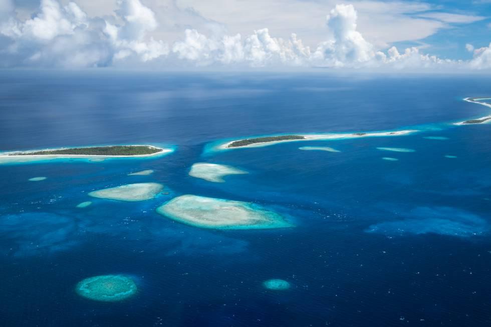 Vista aérea de los islotes que conforman el atolón Kwajalein en las islas Marshall.