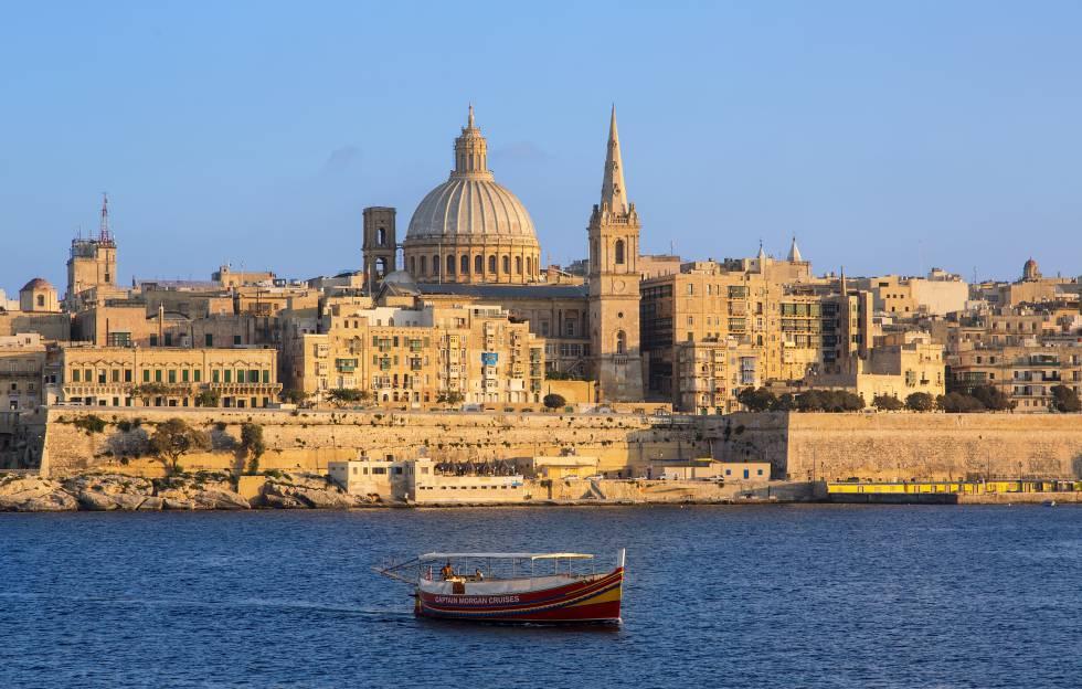 Panorámica de La Valeta, la capital de Malta, con la catedral anglicana de San Pablo al fondo.