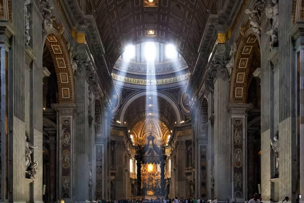 Interior de la basílica de San Pedro, en Ciudad del Vaticano.