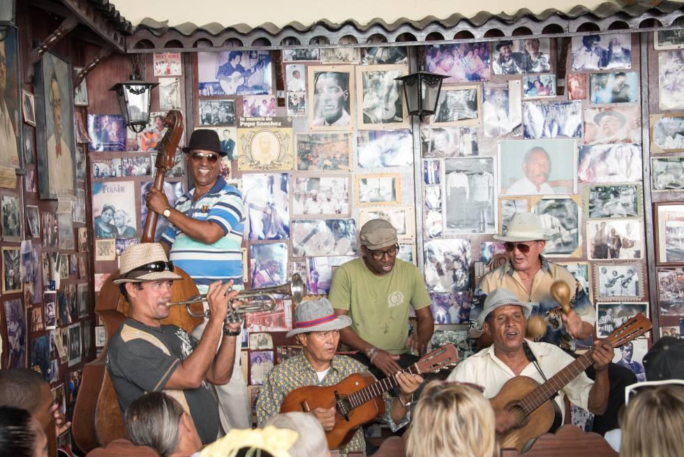 Músicos en la Casa de La Trova, en Santiago de Cuba.