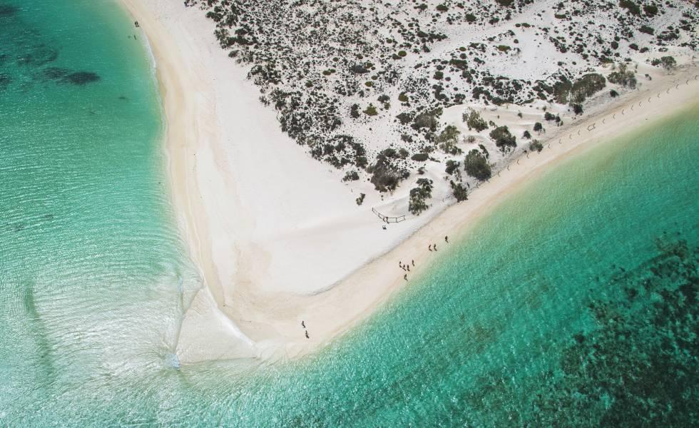 Playa de Turquoise Bay a vista de dron, en el parque nacional Cape Range (Australia).