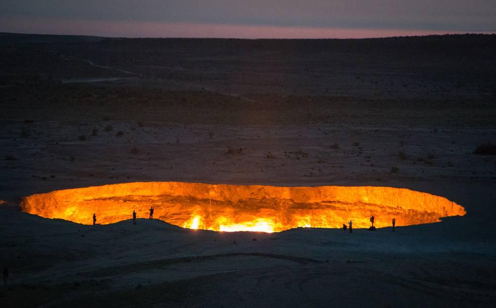 El cráter de Darvaza, más conocido como la puerta del infierno.