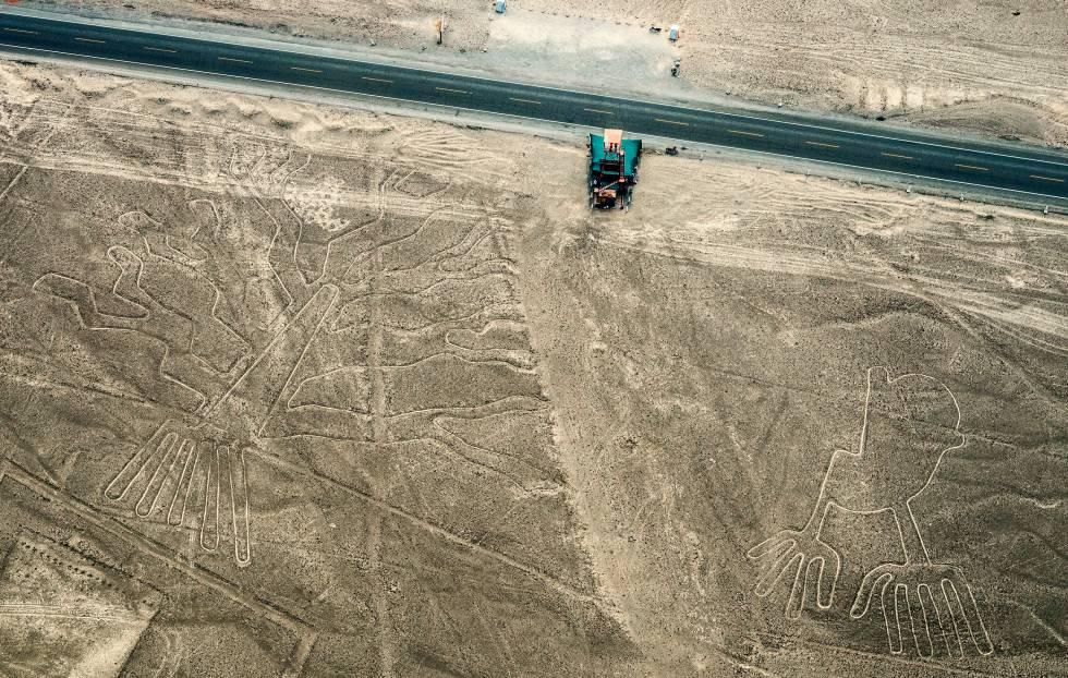Líneas y jeroglíficos en el desierto de Nazca, en Perú.