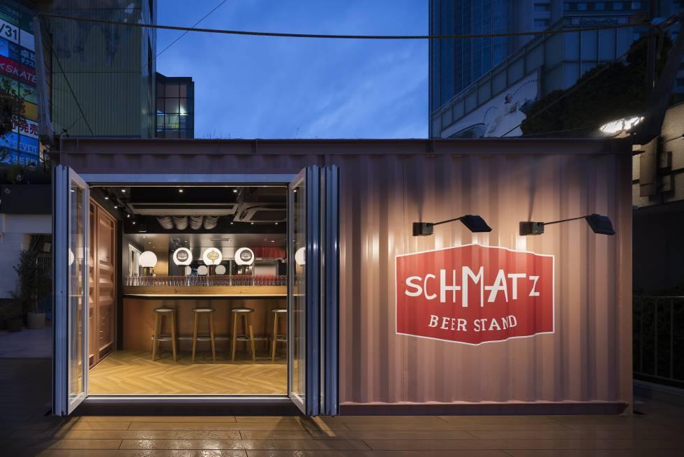 Exterior del bar y restaurante Schmatz Tokyo Dome, ubicado en el centro de la capital nipona.