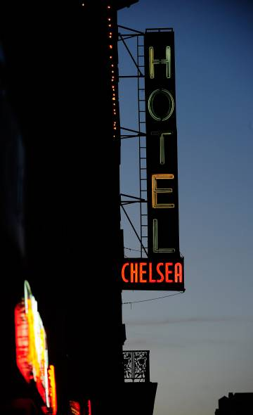El antiguo neón del mítico Chelsea Hotel de Nueva York en una imagen de enero de 2011, año en que cerró sus puertas.