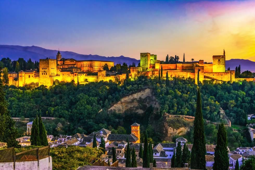 Panorámica de La Alhambra al atardecer desde el Albaicín.