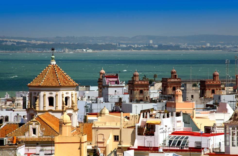 Vistas desde lo alto de Torre Tavira del casco antiguo de Cádiz.