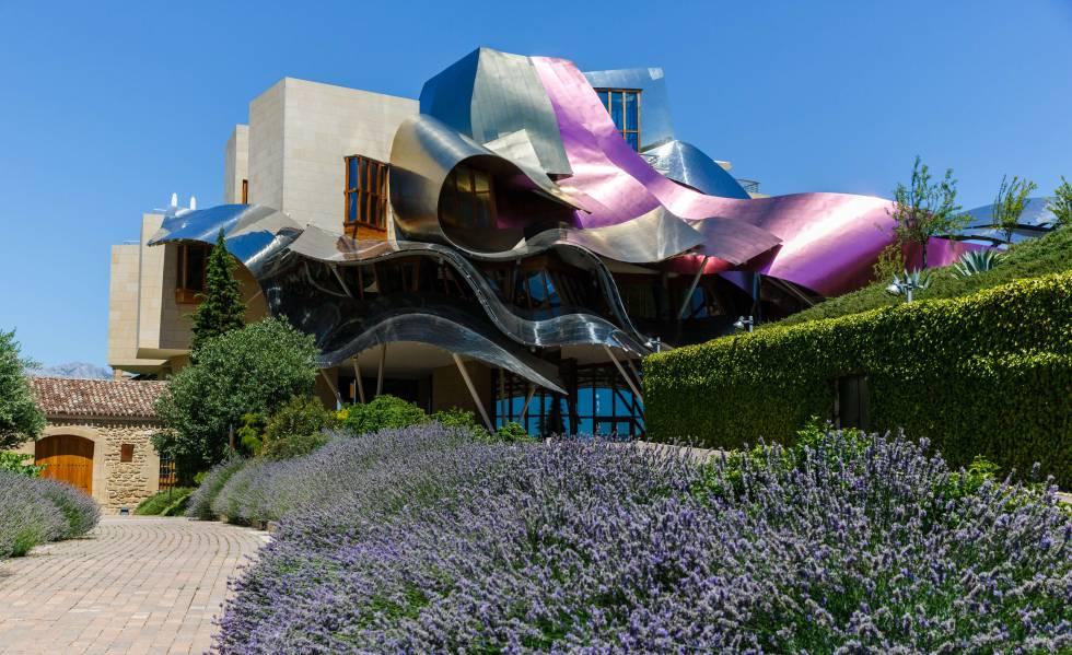 Bodega Marques de Riscal, proyectada por Frank Gehry, en Elciego, provincia de Álava.