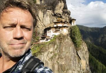 El selfi de Paco Nadal en el Nido del Tigre, en Bután.